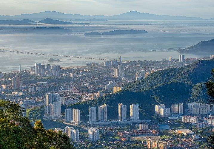 مشاهدة مدينة جورج تاون التراثيّة من اعلى هضبة جزيرة بينانج