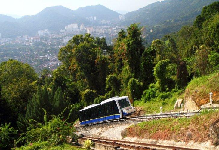 ركوب القطار الجبلي على هضبة جزيرة بينانج