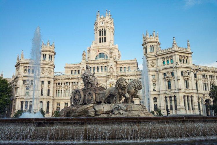 بلازا دي سيبيليس - Plaza de Cibeles - مدريد