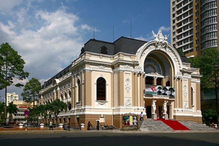 دار اوبرا سايغون في مدينة هو تشي منه فيتنام