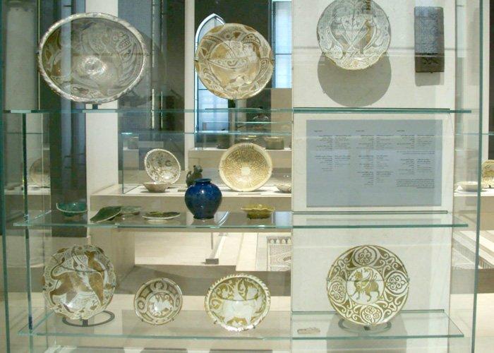 بعض مقتنيات المتحف