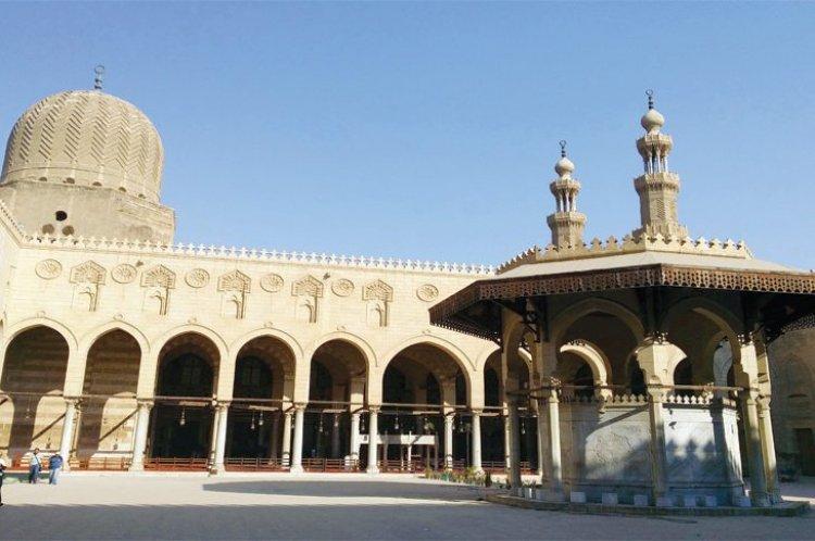 مسجد المؤيد شيخ المملوك الذي أصبح سلطان فحول سجنه لمسجد