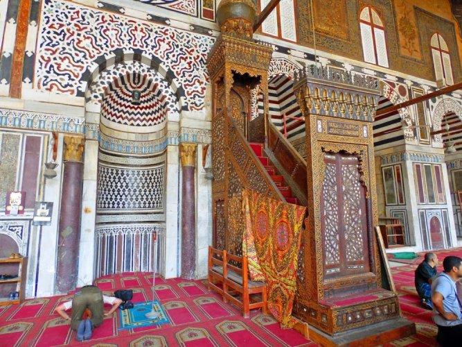 باب مسجد المؤيد شيخ النحاسي ومنبره الفريد