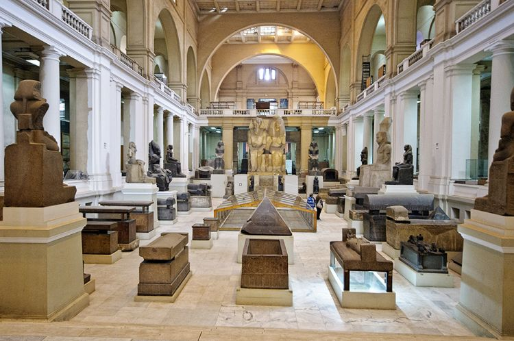 داخل المتحف المصري في القاهرة