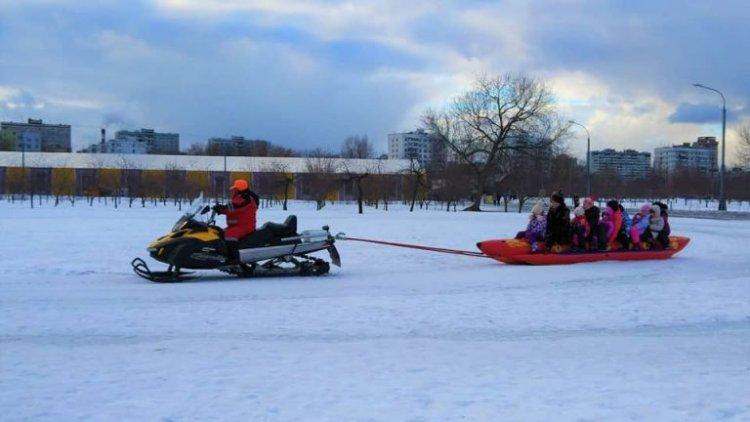 التزلج في حديقة كولومينسكوي في موسكو