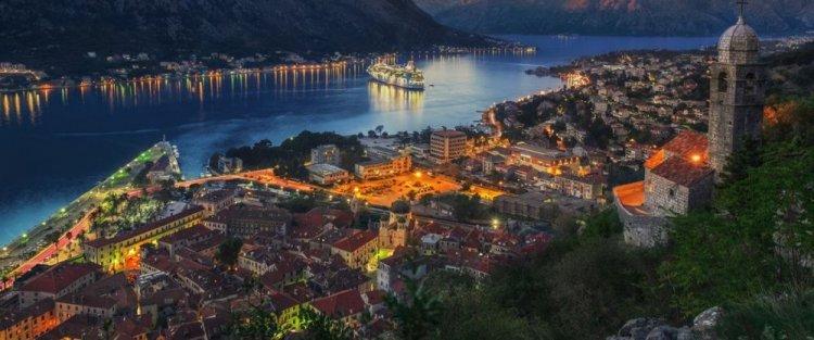 الغروب في منطقة الجبل الأسود