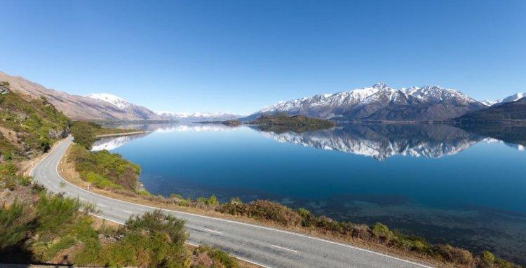 بحيرة واكاتيبو في نيوزيلندا