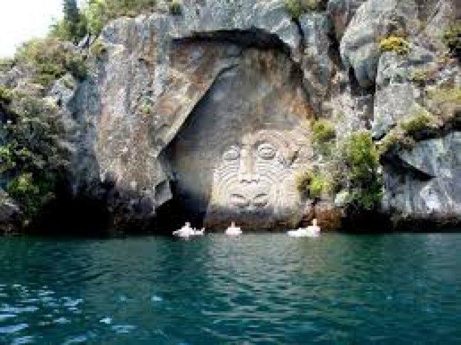 بحيرة تابو في نيوزيلندا