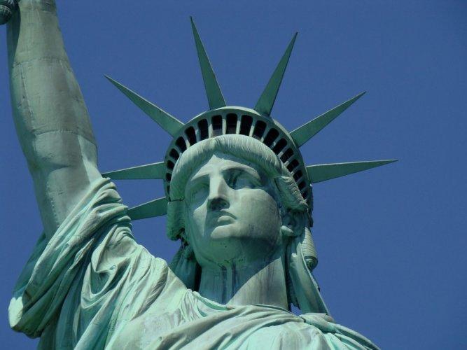 القارات السبع برأس تمثال الحرية
