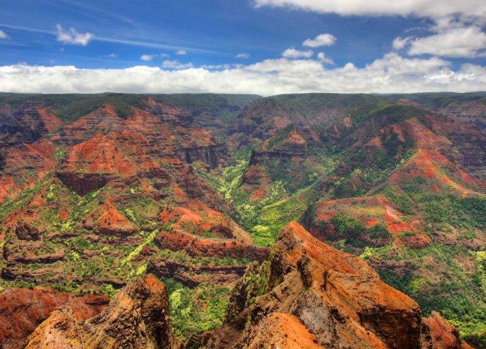 الأخضر والأحمر والأصفر ألوان وادي ويما