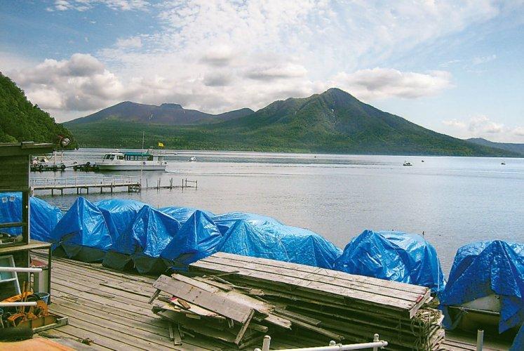 بحيرة شيكوتسو مع جبل تاروما