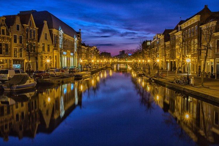 بحيرة لايدن في هولندا