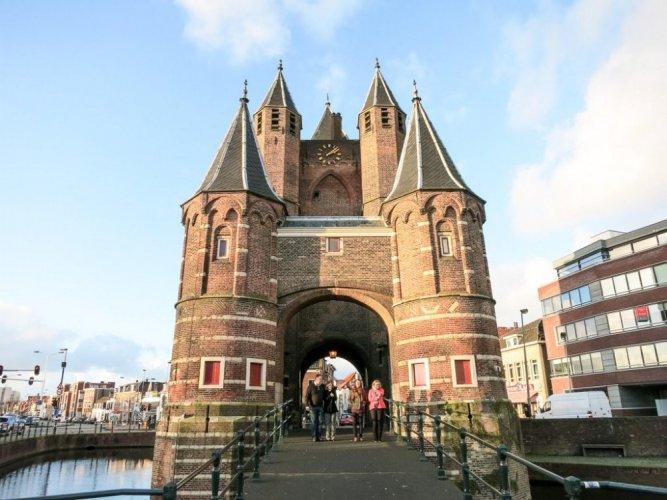 سياح مدينة هارلم في هولندا