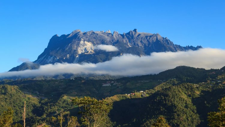 جبل كينابالو في ماليزيا