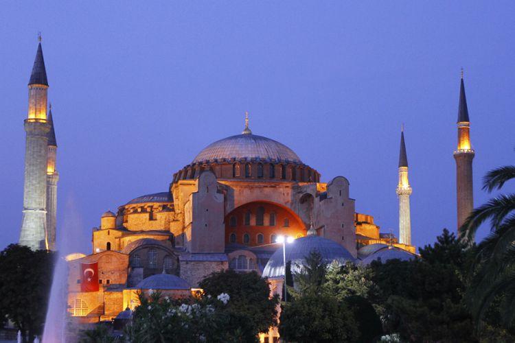 متحف آيا صوفيا اسطنبول بالليل