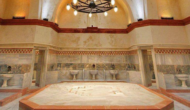حمام جلاتا ساراي في اسطنبول تركيا