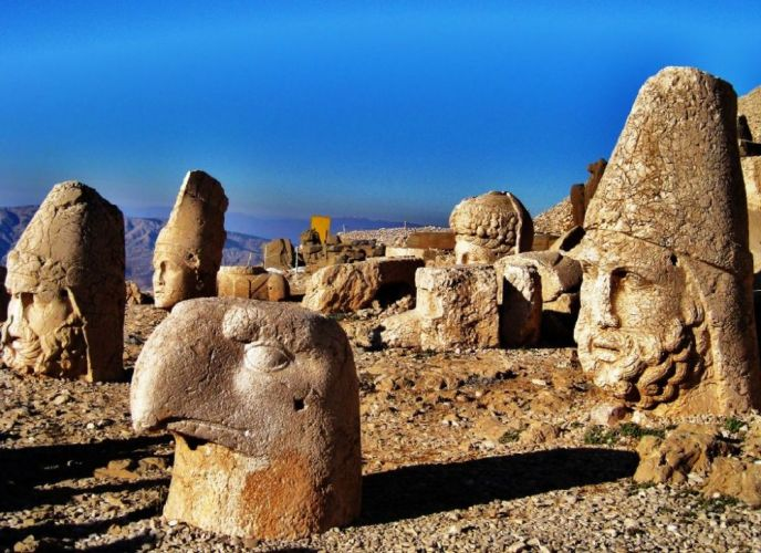 تماثيل النمرود في قرية كاختا