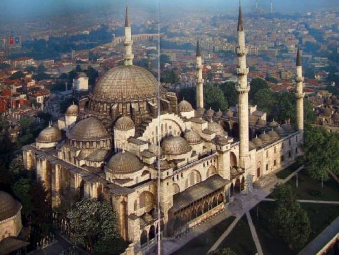 يعد مسجد السليمانية من اهم المناطق السياحية في اسطنبول