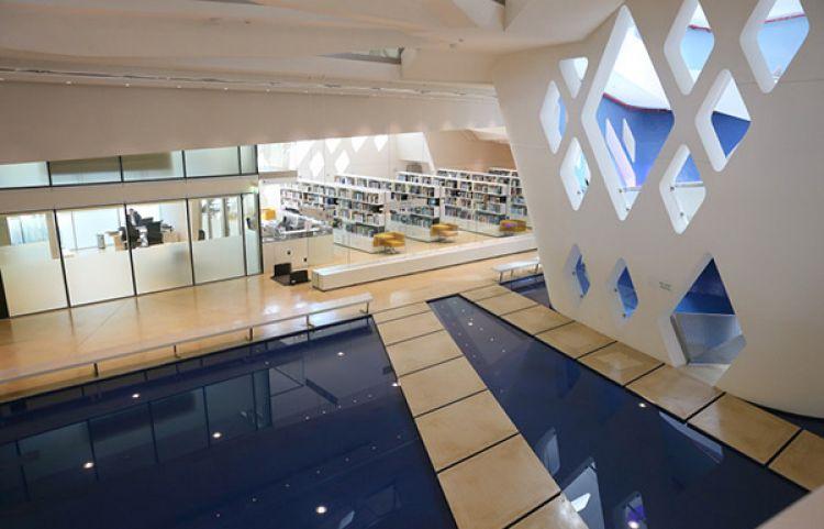 يعد مركز الشيخ زايد لعلوم الصحراء صرحا تعليميا