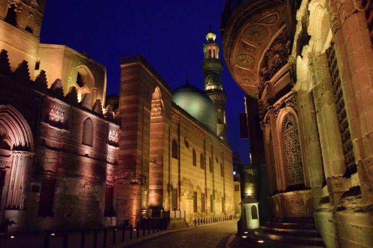 مسجد السلطان قلاوون بشارع المعزبالقاهرة