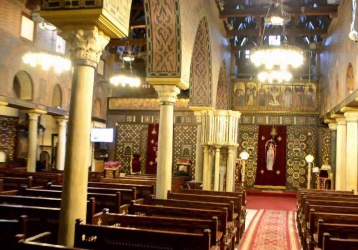 جزء من داخل الكنيسة المعلقة