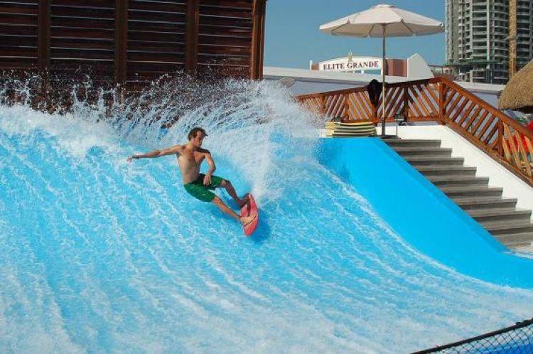 مدينة العاب مائية في البحرين