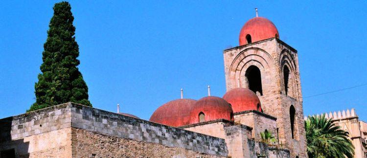 سان جيوفاني ديجلي إيريميتي في باليرمو - إيطاليا
