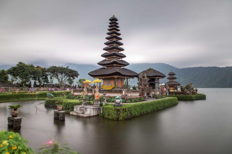 بحيرة براتان في بالي - إندونيسيا