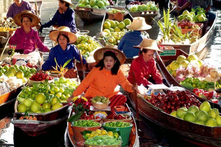 السوق العائم في بانكوك