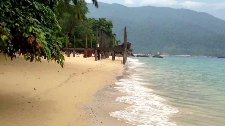 أحد الشواطئ في جزيرة تيومان