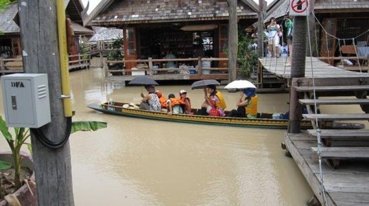 السوق العائم في بتايا - تايلاند
