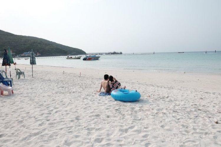 جزيرة كوه لارن واحدة من جزر الساحل الشرقي في تايلاند