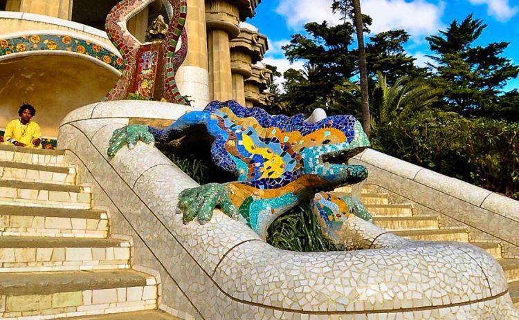 حديقة غويل في برشلونة - اسبانيا