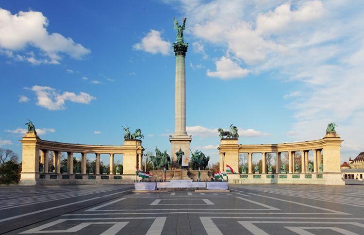 ميدان الأبطال في بودابست