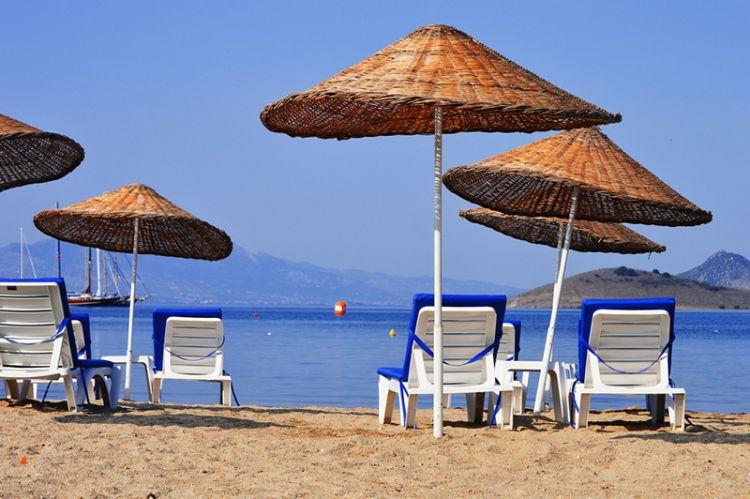"""شاطئ بيتز """"Bitez Beach"""" في بودروم تركيا"""