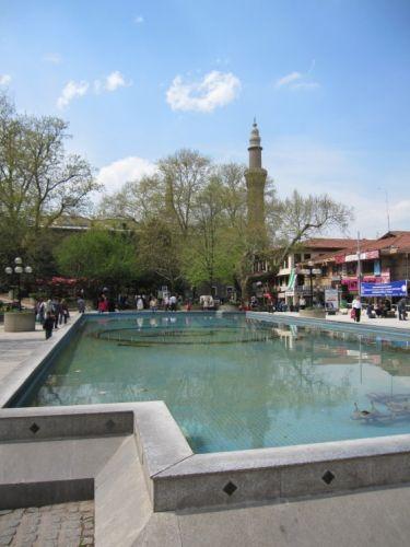 الحديقة المجاورة للمسجد