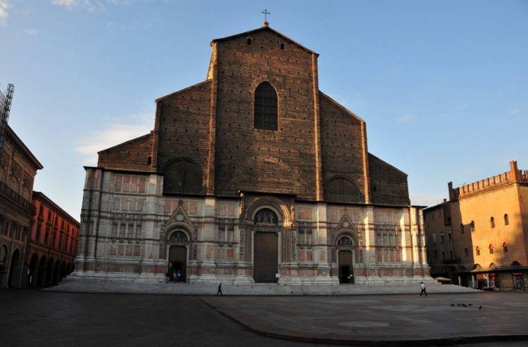 كنيسة القديس بيترونيو