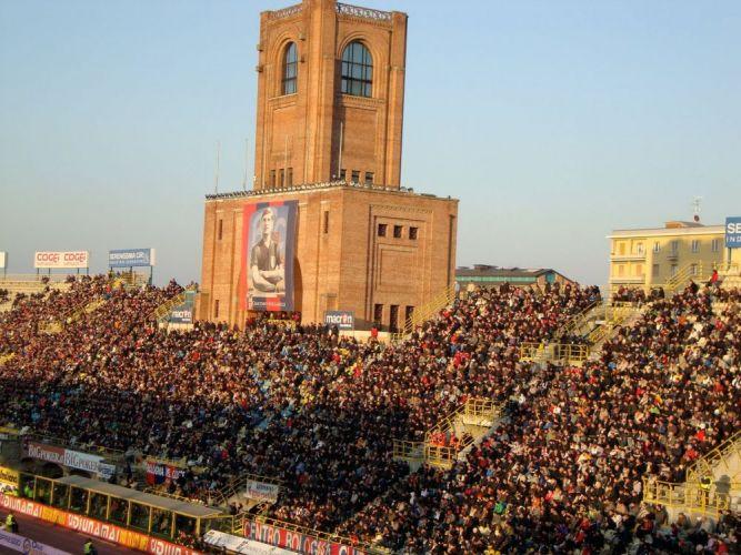 ملعب ريناتو دالارا في بولونيا - إيطاليا