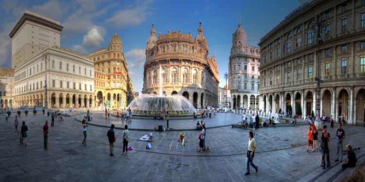 ساحة فيراري في جنوة - إيطاليا