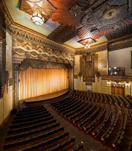 المسرح من الداخل