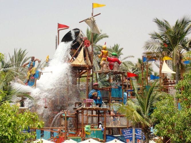 حديقة الألعاب المائية وندر لاند في دبي الإمارات سائح