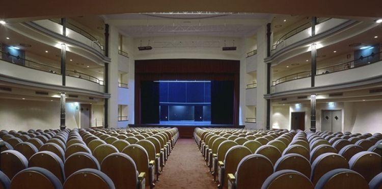 قاعة مسرح امبرا جوفينيلي