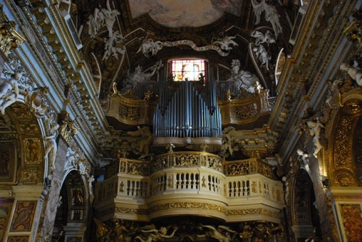 كنيسة ماريا دي فيكتوريا من الداخل في روما - إيطاليا