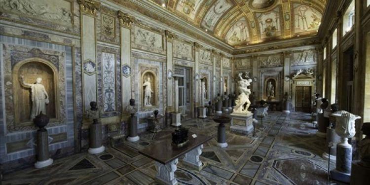 معرض بورغيزي من الداخل في روما - ايطاليا