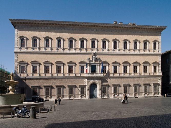 قصر فارنيزي في روما - إيطاليا