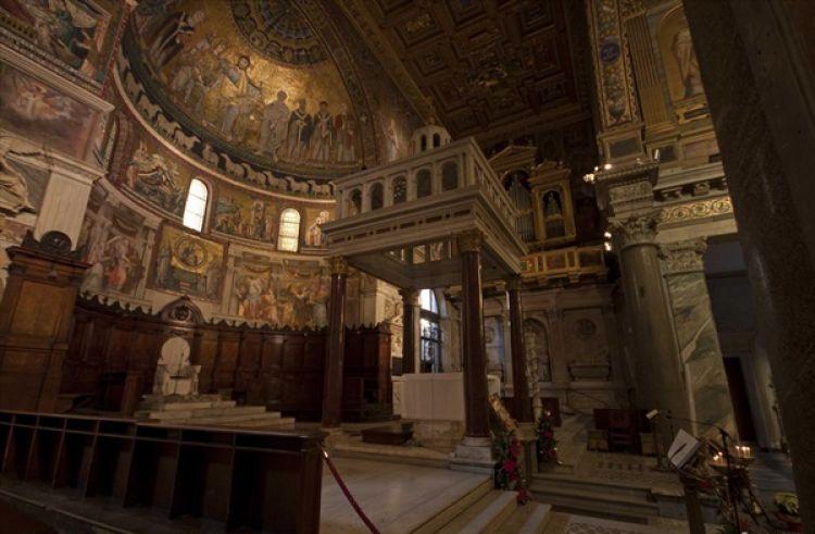 كنيسة سانت ماريا من الداخل