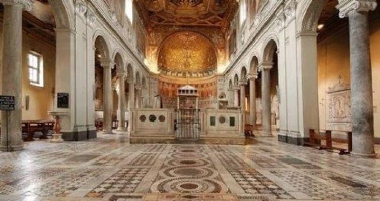 كنيسة سان كليمنتي من الداخل في روما