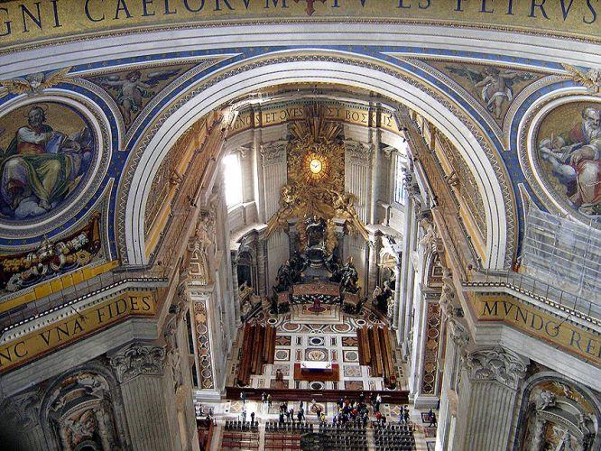 كاتدرائية القديس بطرس من الداخل