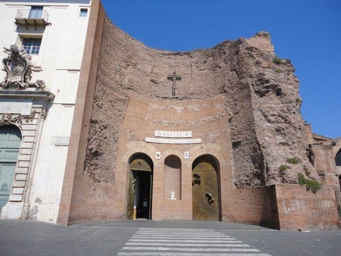 كنيسة سانت ماري للملائكة والشهداء في روما