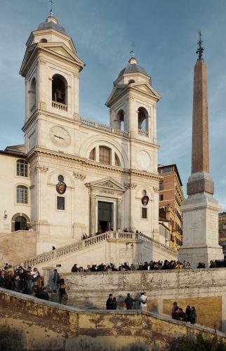 كنيسة ترينيتا دي مونتي في روما - إيطاليا